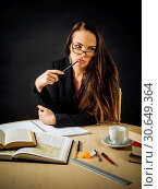 Woman sitting at her desk thinking. Стоковое фото, фотограф sumners / easy Fotostock / Фотобанк Лори