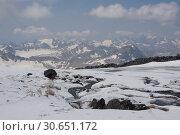 Ручей на склоне Эльбруса (2016 год). Редакционное фото, фотограф Дмитрий Кондратьев / Фотобанк Лори