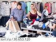 Купить «people of different ages at the clearance sale shop», фото № 30653120, снято 13 апреля 2017 г. (c) Яков Филимонов / Фотобанк Лори