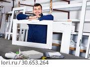 Купить «Professional labour with finished PVC profiles and windows at factory», фото № 30653264, снято 30 марта 2017 г. (c) Яков Филимонов / Фотобанк Лори