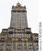 Купить «Low angle view of skyscraper, New York City, New York State, USA», фото № 30653964, снято 13 декабря 2019 г. (c) Ingram Publishing / Фотобанк Лори
