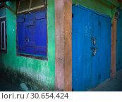 Купить «Closed door of a building, Darjeeling, West Bengal, India», фото № 30654424, снято 22 октября 2019 г. (c) Ingram Publishing / Фотобанк Лори
