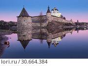 Купить «Классический вид Пскова. Classic view of the Pskov Kremlin», фото № 30664384, снято 6 мая 2013 г. (c) Baturina Yuliya / Фотобанк Лори