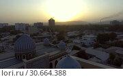 Купить «Съёмка с дрона мечети в Душанбе. Таджикистан.», видеоролик № 30664388, снято 31 июля 2016 г. (c) kinocopter / Фотобанк Лори