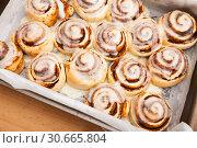 Купить «Cinnabons cinnamon rolls in baking dish», фото № 30665804, снято 21 мая 2019 г. (c) Яков Филимонов / Фотобанк Лори