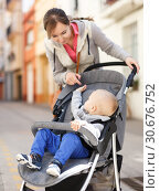 mother with son in a stroller walks. Стоковое фото, фотограф Яков Филимонов / Фотобанк Лори