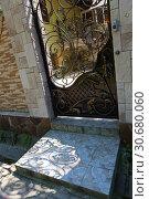 Купить «Красивая кованная ажурная калитка», фото № 30680060, снято 25 апреля 2019 г. (c) Марина Володько / Фотобанк Лори