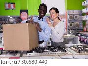 Купить «pair with home appliances shopping», фото № 30680440, снято 21 февраля 2018 г. (c) Яков Филимонов / Фотобанк Лори