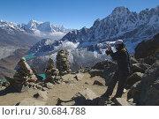 Купить «NEPAL Gokyo Peak -- Trekkers take in the spectacular views on top of Gokyo Ri (Gokyo Peak) in the Khumbu Himal (Everest region) of Nepal. The Gokyo trek...», фото № 30684788, снято 20 июля 2019 г. (c) age Fotostock / Фотобанк Лори