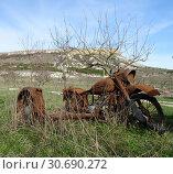 Ржавый брошенный мотоцикл. Стоковое фото, фотограф Ярослав Коваль / Фотобанк Лори