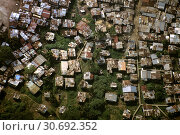 Купить «HOLLYWOOD, PANAMA CITY, PANAMA - 1996 - Aerial view of the Hollywood shanty town slums - where thousands of the poor lived in wooden huts with corrugated...», фото № 30692352, снято 27 июня 2019 г. (c) age Fotostock / Фотобанк Лори