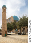 Купить «Minaret against the background of the Kok-Gumbaz mosque, Dorut Tilovat complex, Shakhrisabz, Uzbekistan», фото № 30694296, снято 16 октября 2016 г. (c) Юлия Бабкина / Фотобанк Лори