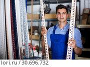 Купить «Salesman is checking ceiling», фото № 30696732, снято 26 июля 2017 г. (c) Яков Филимонов / Фотобанк Лори