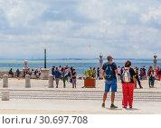 The pier Colunas (Cais das Colunas) is located in Commerce Square (Praca do Comercio) in the historical center of the city of Lisbon, Portugal (2018 год). Редакционное фото, фотограф Николай Коржов / Фотобанк Лори
