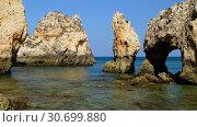 Купить «Bay on Ponta da Piedade with arches, grottos and caves. Lagos, Algarve region, Portugal», видеоролик № 30699880, снято 31 марта 2019 г. (c) Serg Zastavkin / Фотобанк Лори