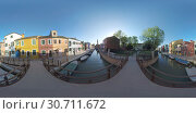 360 VR Burano picturesque townscape with canal, church and colored houses, Italy. Стоковое фото, фотограф Данил Руденко / Фотобанк Лори