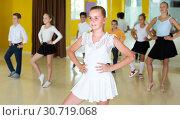 Купить «Positive kids are dancing rock-n-roll», фото № 30719068, снято 13 июля 2017 г. (c) Яков Филимонов / Фотобанк Лори