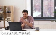 Купить «happy young man with laptop at office», видеоролик № 30719420, снято 2 мая 2019 г. (c) Syda Productions / Фотобанк Лори
