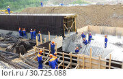 Work on the construction of columnar and pile foundation of a building structure (2016 год). Редакционное видео, видеограф Aleksandr Sulimov / Фотобанк Лори