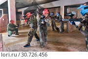 Купить «Teams on the paintball ground», фото № 30726456, снято 10 июля 2017 г. (c) Яков Филимонов / Фотобанк Лори