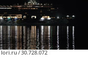Купить «Passenger Cruise Liner Norwegian Jewel sailing in Pacific Ocean at dark night», видеоролик № 30728072, снято 9 мая 2019 г. (c) А. А. Пирагис / Фотобанк Лори