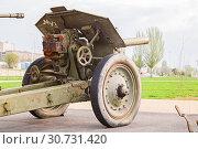 Купить «one artillery gun is put on the embankment of the city of Volgograd», фото № 30731420, снято 27 апреля 2019 г. (c) Владимир Арсентьев / Фотобанк Лори