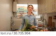 Купить «Smiling attractive girl standing at home kitchen interior, posing at camera», видеоролик № 30735904, снято 13 марта 2019 г. (c) Яков Филимонов / Фотобанк Лори