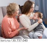 Купить «Two women are quarreling for upbringing toddler», фото № 30737040, снято 15 февраля 2018 г. (c) Яков Филимонов / Фотобанк Лори