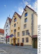 Купить «Street in Tallinn, Estonia», фото № 30737676, снято 27 июля 2018 г. (c) Boris Breytman / Фотобанк Лори