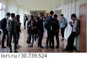 Купить «Балашиха, дети на перемене. Школа № 24», эксклюзивное фото № 30739524, снято 13 мая 2019 г. (c) ДеН / Фотобанк Лори