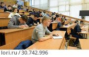 Купить «Ufa, Russia - April 20, 2017: Students at Bashkir State University. Large audience», видеоролик № 30742996, снято 20 апреля 2017 г. (c) Mikhail Erguine / Фотобанк Лори