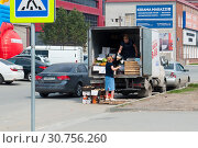 Купить «Tyumen, Russia, on May 9, 2019: Trade in vegetables on the street from the car in summertime», фото № 30756260, снято 9 мая 2019 г. (c) Землянникова Вероника / Фотобанк Лори
