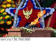 Купить «Венки и цветы у Вечного огня и Мемориала обороны Севастополя 1941–1942 годов к Дню Победы в центре города Севастополя, Республика Крым», фото № 30760060, снято 13 мая 2019 г. (c) Николай Винокуров / Фотобанк Лори