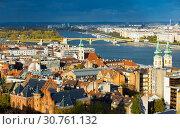 Купить «View of Budapest historical townscape with Danube river», фото № 30761132, снято 29 октября 2017 г. (c) Яков Филимонов / Фотобанк Лори