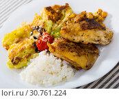 Купить «Chicken thighs with leaves of cabbage in batter, garbanzo and rice», фото № 30761224, снято 18 июля 2019 г. (c) Яков Филимонов / Фотобанк Лори
