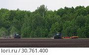 Купить «Сев яровых. Два трактора у кромки поля», фото № 30761400, снято 10 мая 2019 г. (c) Сергей Неудахин / Фотобанк Лори