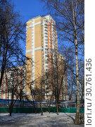Купить «Двадцатипятиэтажный шестиподъездный панельный жилой дом серии П-44ТМ-25 (построен в 2005 году). Студёный проезд, 14. Район Северное Медведково. Город Москва», эксклюзивное фото № 30761436, снято 25 февраля 2015 г. (c) lana1501 / Фотобанк Лори