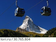 Купить «Gondeln der Seilbahn Matterhorn-Express vor dem Matterhorn, Zermatt Wallis Schweiz / Cabins of the gondola-lift Matterhorn-Express in front of the Matterhorn, Mont Cervin, Zermatt Valais Switzerland», фото № 30765804, снято 16 июля 2019 г. (c) age Fotostock / Фотобанк Лори