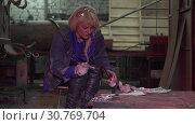 Young Woman Chooses A Color For An Iron Product. Стоковое видео, видеограф Pavel Biryukov / Фотобанк Лори