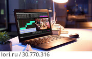 Купить «video editor program on laptop at night office», видеоролик № 30770316, снято 23 мая 2019 г. (c) Syda Productions / Фотобанк Лори