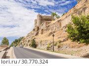 Купить «Толедо, Испания. Средневековый бастион и руины крепостной стены», фото № 30770324, снято 25 июня 2017 г. (c) Rokhin Valery / Фотобанк Лори