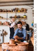 Купить «Happy sculptors in ceramics workroom», фото № 30770368, снято 25 мая 2019 г. (c) Яков Филимонов / Фотобанк Лори