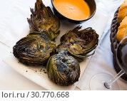 Купить «Catalonian dish - grilled artichokes», фото № 30770668, снято 16 июля 2019 г. (c) Яков Филимонов / Фотобанк Лори