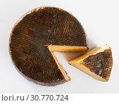 Купить «Wheel of cheese Manchego with cut slice», фото № 30770724, снято 28 января 2020 г. (c) Яков Филимонов / Фотобанк Лори