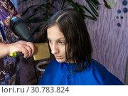 Купить «Brunette girl in a Barber shop, blow dry, and comb hair», фото № 30783824, снято 12 мая 2019 г. (c) Катерина Белякина / Фотобанк Лори