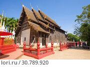 Купить «На территории старинного  буддистского храма Wat Фантао . Чиангмай, Таиланд», фото № 30789920, снято 19 декабря 2018 г. (c) Виктор Карасев / Фотобанк Лори
