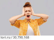 terrified red haired teenage girl screaming. Стоковое фото, фотограф Syda Productions / Фотобанк Лори