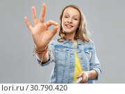 Купить «teenage girl taking picture by selfie stick», фото № 30790420, снято 17 февраля 2019 г. (c) Syda Productions / Фотобанк Лори