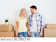 Купить «happy couple with boxes moving to new home», фото № 30790516, снято 25 февраля 2016 г. (c) Syda Productions / Фотобанк Лори