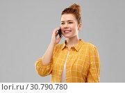 Купить «smiling redhead teenage girl calling on smartphone», фото № 30790780, снято 28 февраля 2019 г. (c) Syda Productions / Фотобанк Лори